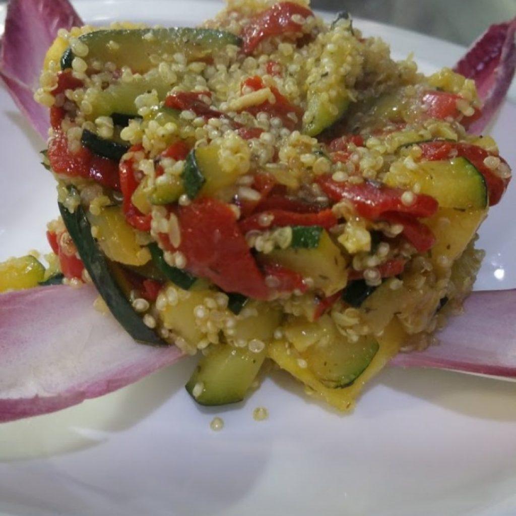 Salteado de calabacín con quinoa y pimientos del Piquillo